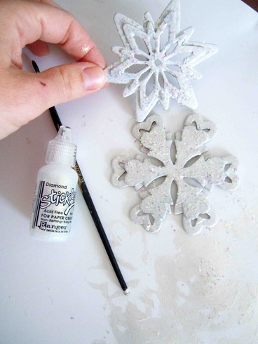 snowflake garland tutorial, by laura williams, for acherryontop.com