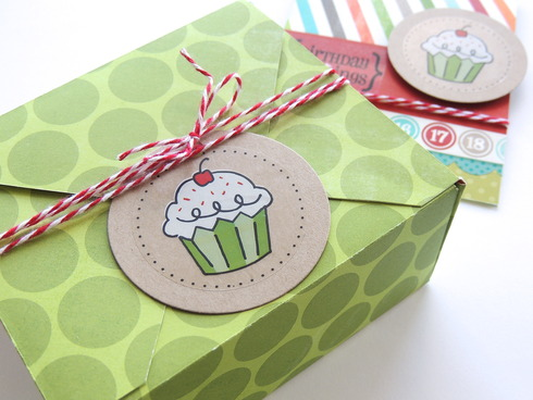 treat box tutorial by laura williams, for www.acherryontop.com